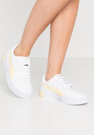 CALI - Joggesko - white/pastel yellow