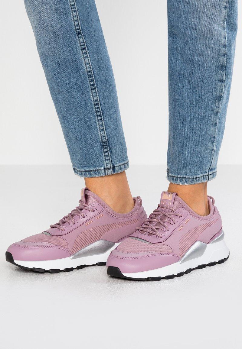 Puma - RS 0 TROPHY - Sneakers laag - elderberry/white