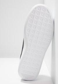 Puma - VIKKY STACKED - Sneakersy niskie - white/black - 6