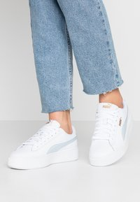 Puma - VIKKY STACKED - Baskets basses - white/plein air - 0
