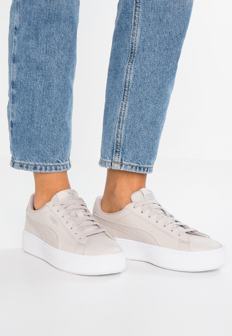 Puma - VIKKY STACKED - Sneaker low - silver/gray