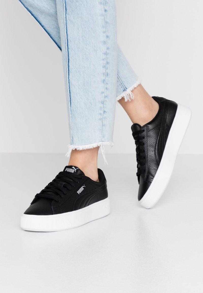 Puma - VIKKY STACKED - Sneakersy niskie - black