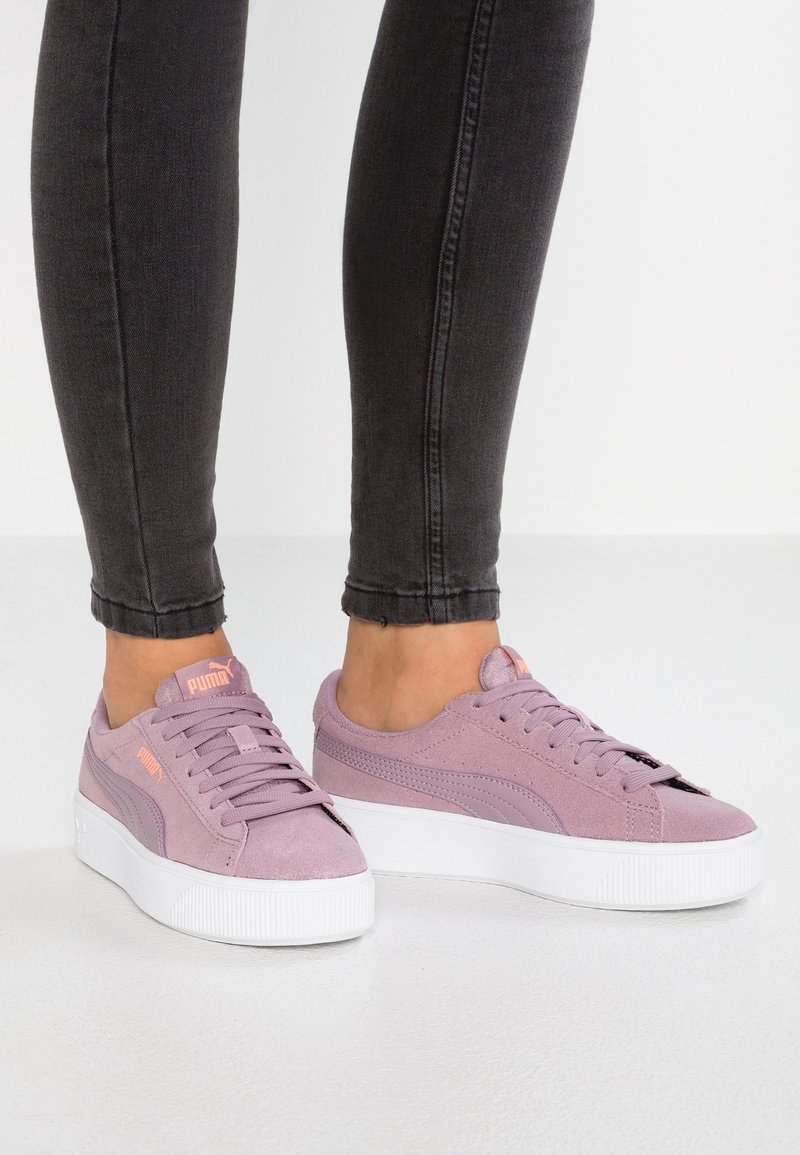 Puma - VIKKY STACKED - Trainers - elderberry