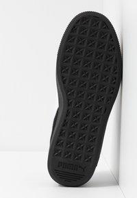 Puma - VIKKY STACKED - Sneakersy niskie - black/white - 6