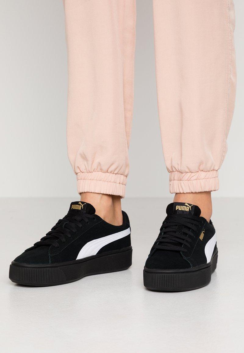 Puma - VIKKY STACKED - Sneakersy niskie - black/white