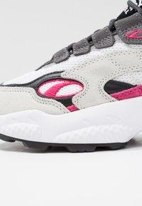 Puma - CELL  - Sneakersy niskie - white/fuchisa purple - 2