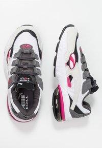 Puma - CELL  - Sneakersy niskie - white/fuchisa purple - 3