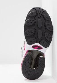 Puma - CELL  - Sneakersy niskie - white/fuchisa purple - 6