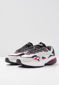 Puma - CELL  - Sneakersy niskie - white/fuchisa purple - 4