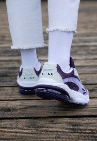 Puma - CELL  - Sneakersy niskie - sweet lavender/indigo - 4