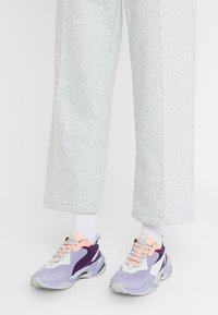 Puma - THUNDER FASHION - Sneakersy niskie - sweet lavender/bright peach - 0
