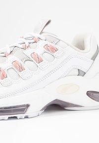 Puma - CELL ENDURA REBOUND - Sneakersy niskie - white/bridal rose - 2