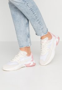 Puma - STORM ORIGIN - Sneakers - pastel parchment/white - 0