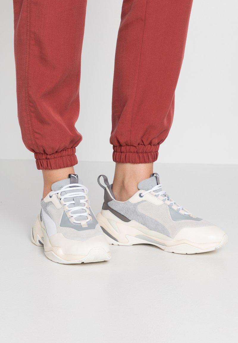 Puma - THUNDER BLOCK - Sneaker low - quarry/white smoke