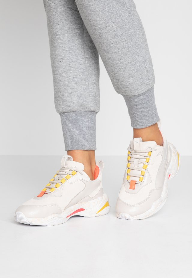 THUNDER DISTRESSED - Joggesko - pastel parchment/silver