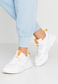 Puma - NOVA - Sneakers laag - white - 0