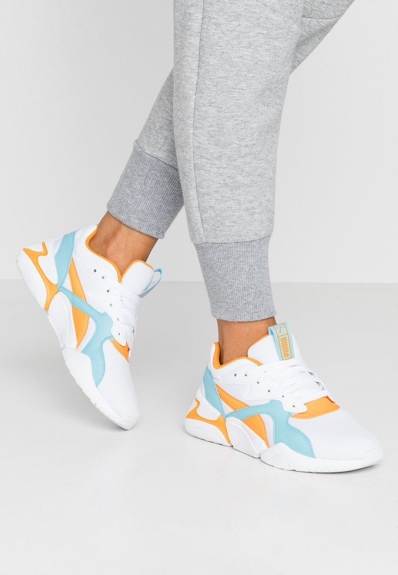 Puma - NOVA - Matalavartiset tennarit - white/milky blue