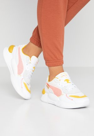 RS 9.8 PROTO - Trainers - white