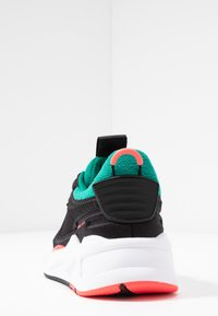 Puma - RS-X SOFT CASE - Sneakers laag - black/cadmium green - 5