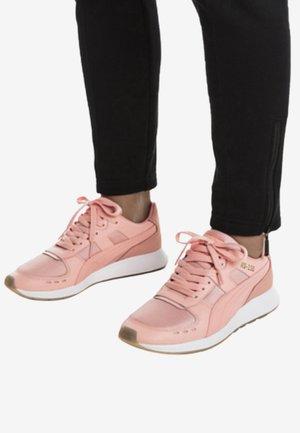 Sneakers laag - peach bud