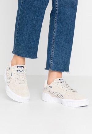 CALI SELENA GOMEZ - Sneakers - silver gray/white