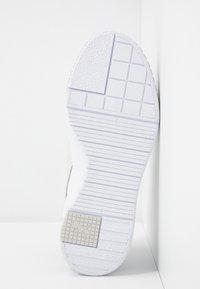 Puma - CALI SPORT MIX - Sneakers laag - white/black - 6