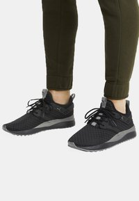 Puma - Sneakers laag -  black/charcoal grey - 0