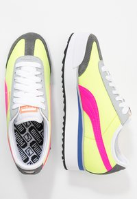 Puma - ROMA AMOR LOGO  - Zapatillas - yellow alert/fluo pink/castlerock - 3