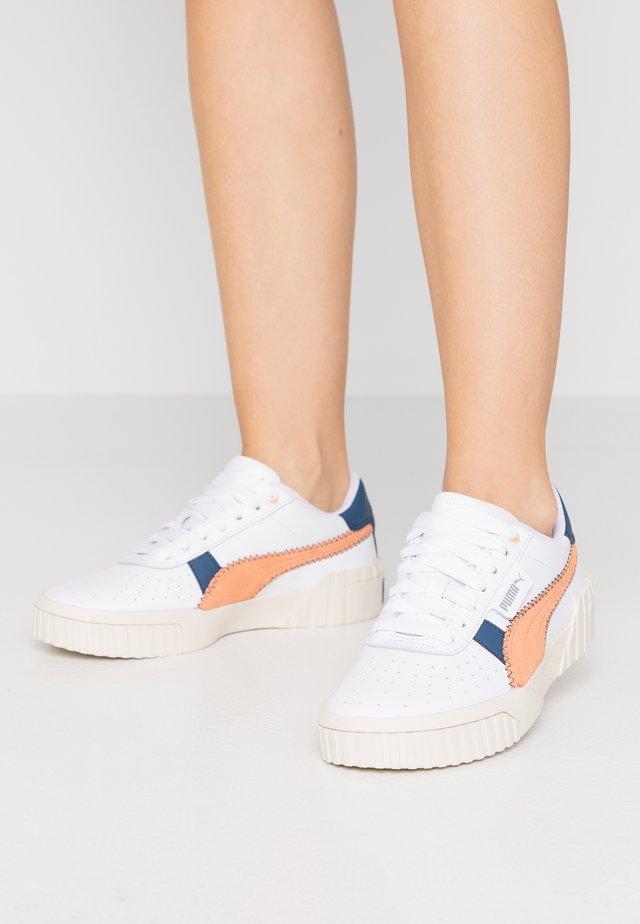 CALI RETRO  - Sneakersy niskie - white/cantaloupe