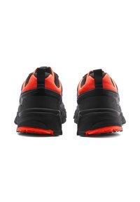 Puma - TRAILFOX OVERLAND UTILITY - Sneakers basse - lava blast-puma black - 4