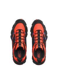 Puma - TRAILFOX OVERLAND UTILITY - Sneakers basse - lava blast-puma black - 1