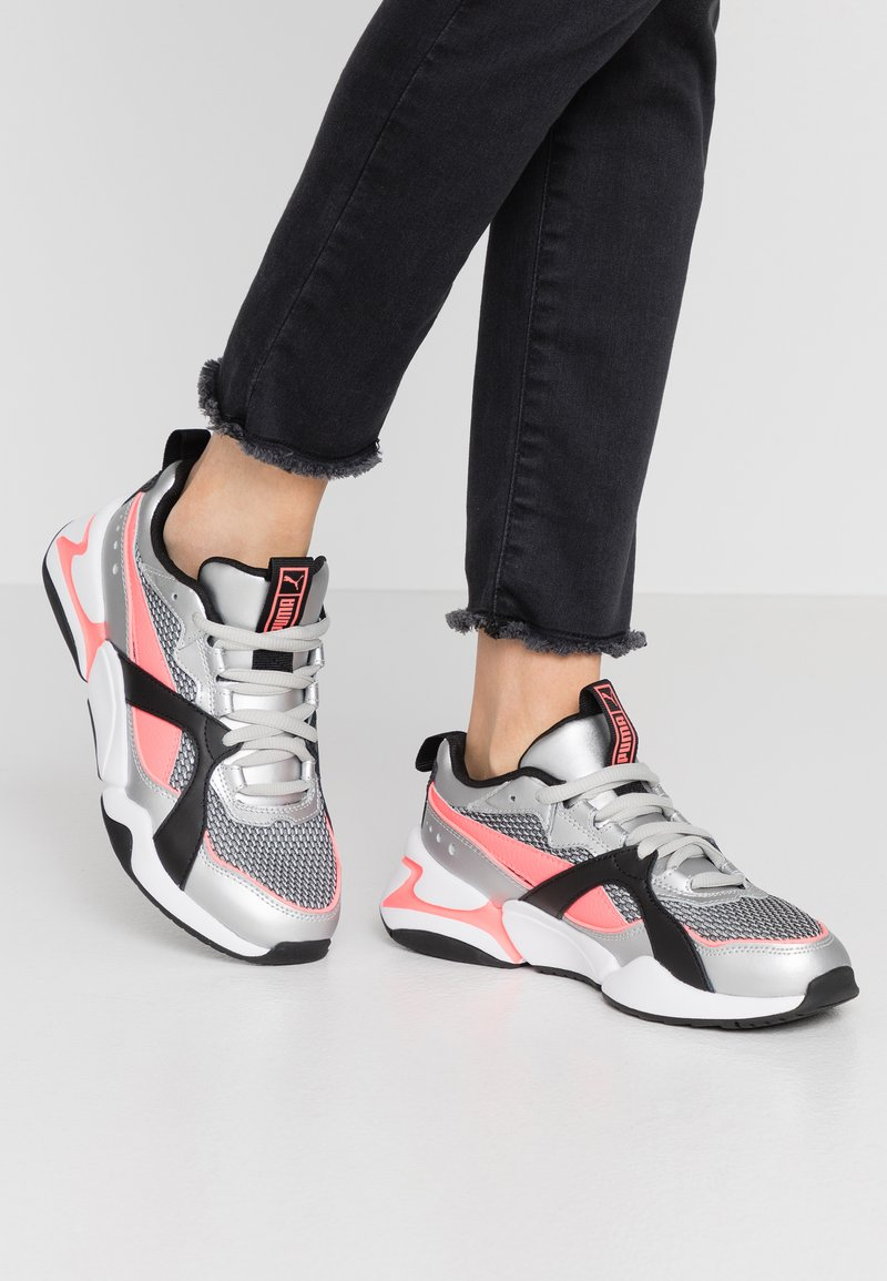 Puma - NOVA 2 FUNK  - Sneakers - metallic silver/ignite pink/black