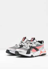 Puma - NOVA 2 FUNK  - Sneakers - metallic silver/ignite pink/black - 4