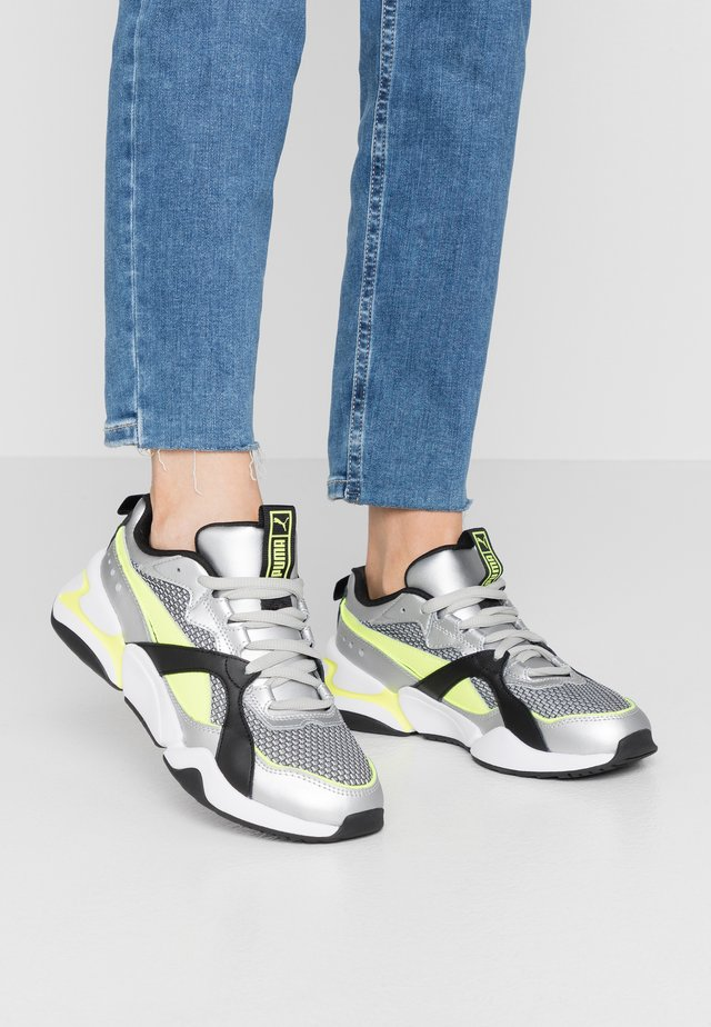 NOVA 2 FUNK  - Sneakers - metallic silver/yellow alert/black