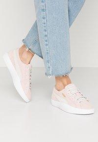 Puma - LOVE  - Sneakersy niskie - rosewater - 0