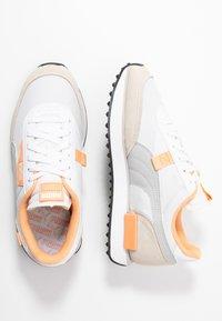 Puma - FUTURE RIDER  - Sneakers - white/gray violet/whisper white - 5