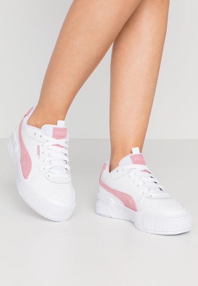 CALI SPORT SD - Trainers - white/foxglove