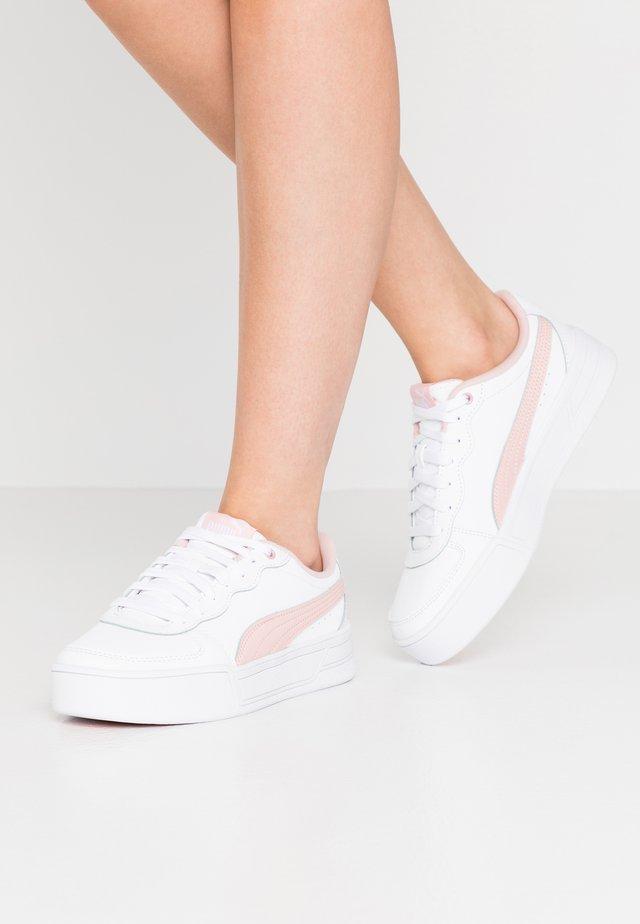 SKYE - Sneakers laag - white/peachskin