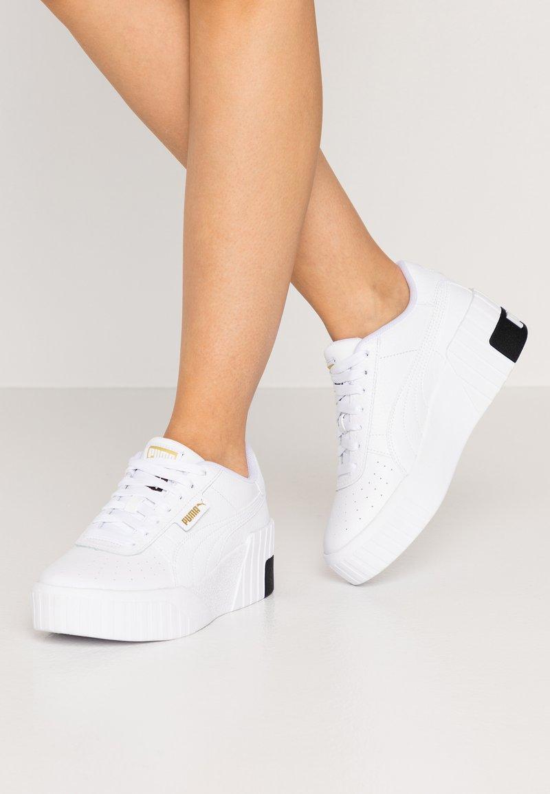 Puma - CALI WEDGE  - Baskets basses - white/black