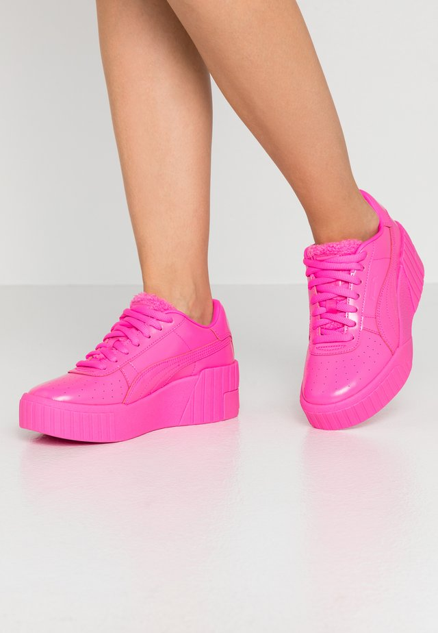 CALI WEDGE  - Sneakersy niskie - luminous pink/metallic pink