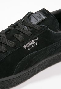 Puma - SUEDE CLASSIC+ - Baskets basses - black/dark shadow - 5