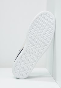 Puma - SUEDE CLASSIC+ - Baskets basses - peacoat/white - 4