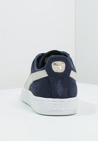Puma - SUEDE CLASSIC+ - Baskets basses - peacoat/white - 3