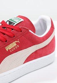 Puma - SUEDE CLASSIC+ - Baskets basses - team regal red/white - 5