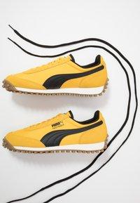 Puma - FAST RIDER - Baskets basses - spectra yellow/whisper white - 5