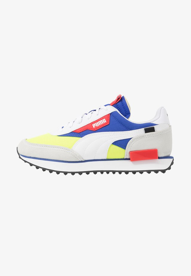 Trainers - white/yellow alert