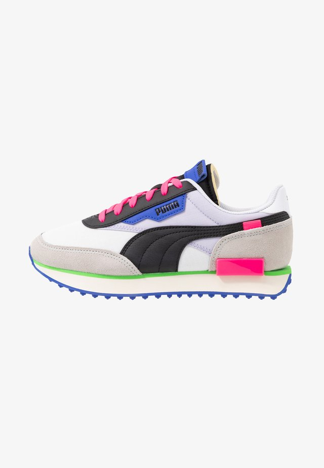 Trainers - white/gray violet/black