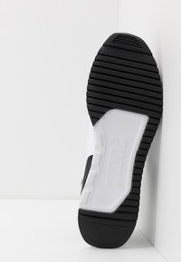 Puma - R78 UNISEX - Trainers - black/white - 4