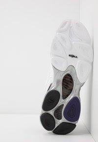 Puma - CELL - Sneakersy niskie - white/black - 4