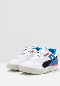 Puma - PALACE GUARD THE HUNDREDS - Sneakersy niskie - white/black - 2